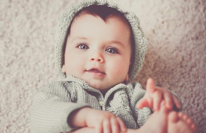 Le lait bébé épaissi : utilité, épaississants recommandés et dose