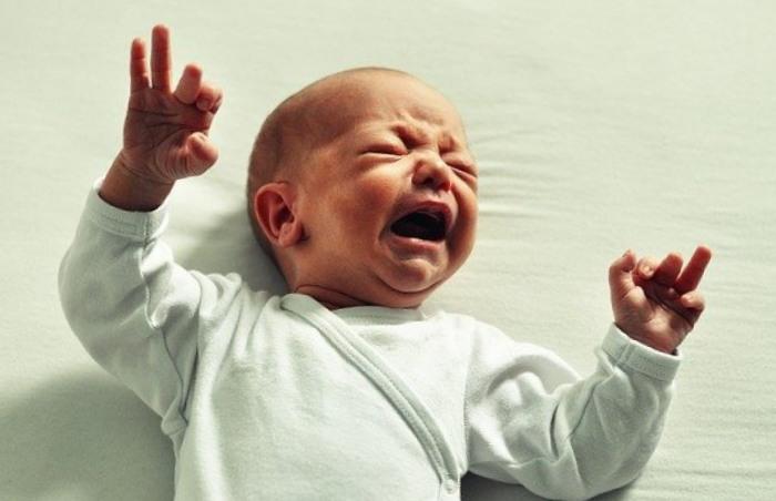Œsophagite bébé : quels sont ses symptômes et comment le soigner ?